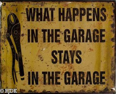 WHAT HAPPENS IN DE GARAGE STAYS IN THE GARAGE